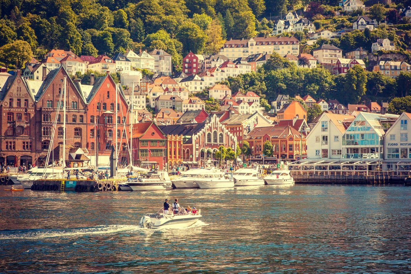 挪威卑尔根市,城市的明信片_图1-20