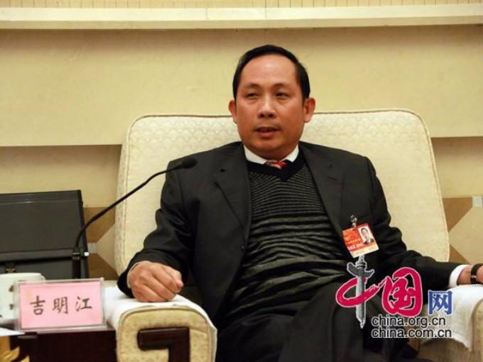海南民族宗教委原主任被双开:出差坐头等舱,和私企打高尔夫球玩 ..._图1-1