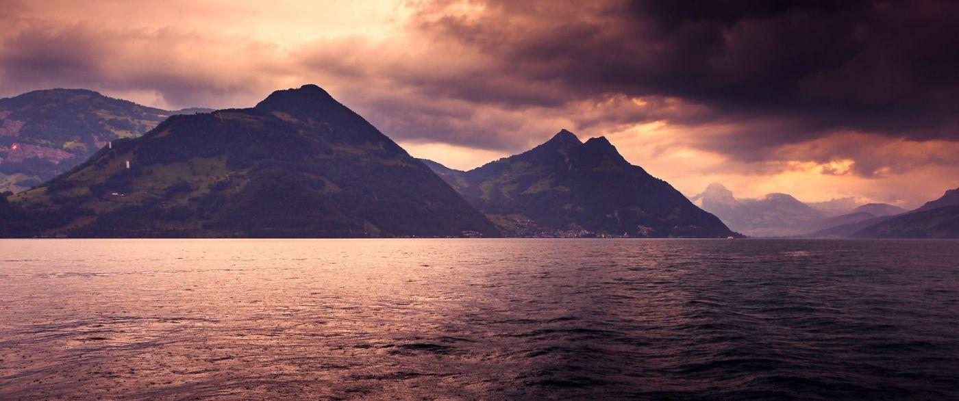 瑞士卢塞恩(Lucerne),拨开云雾见光明_图1-39
