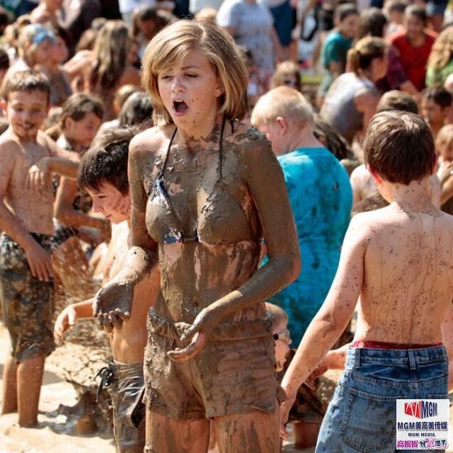 高娓娓:美国孩子暑假的另类消暑活动——泥巴节_图1-3