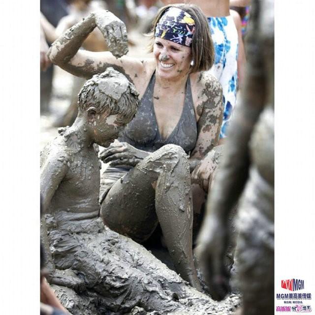 高娓娓:美国孩子暑假的另类消暑活动——泥巴节_图1-6