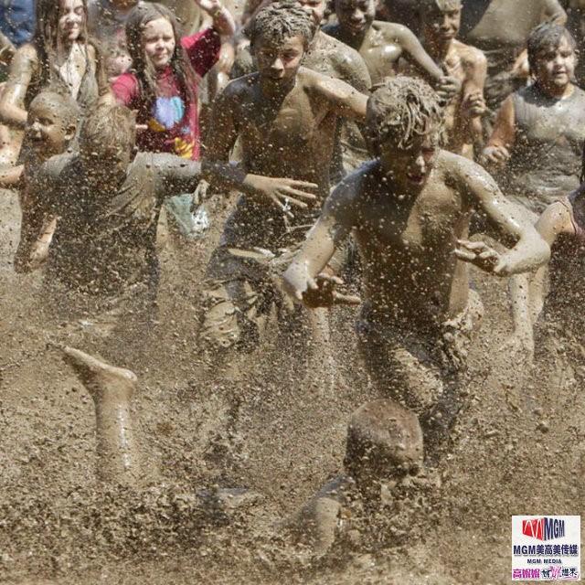 高娓娓:美国孩子暑假的另类消暑活动——泥巴节_图1-10