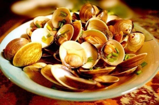 吃海鲜有什么学问,螃蟹肚子要朝上,蛤蜊不能加水煮,别人不会告诉你! ..._图1-1