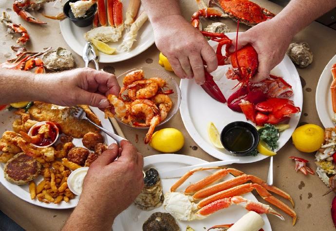 吃海鲜有什么学问,螃蟹肚子要朝上,蛤蜊不能加水煮,别人不会告诉你! ..._图1-2