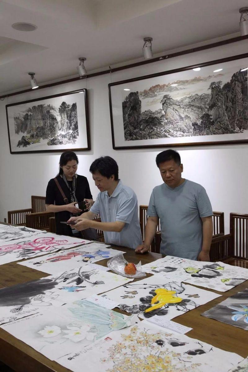 """""""儿童画能够给我们这些专业画家带来启发""""——PHE专家评审活动第一期 ..._图1-6"""