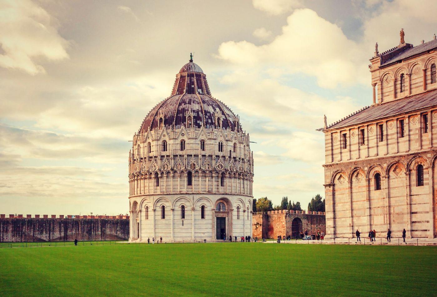 意大利比萨斜塔,塔旁的建筑群_图1-7