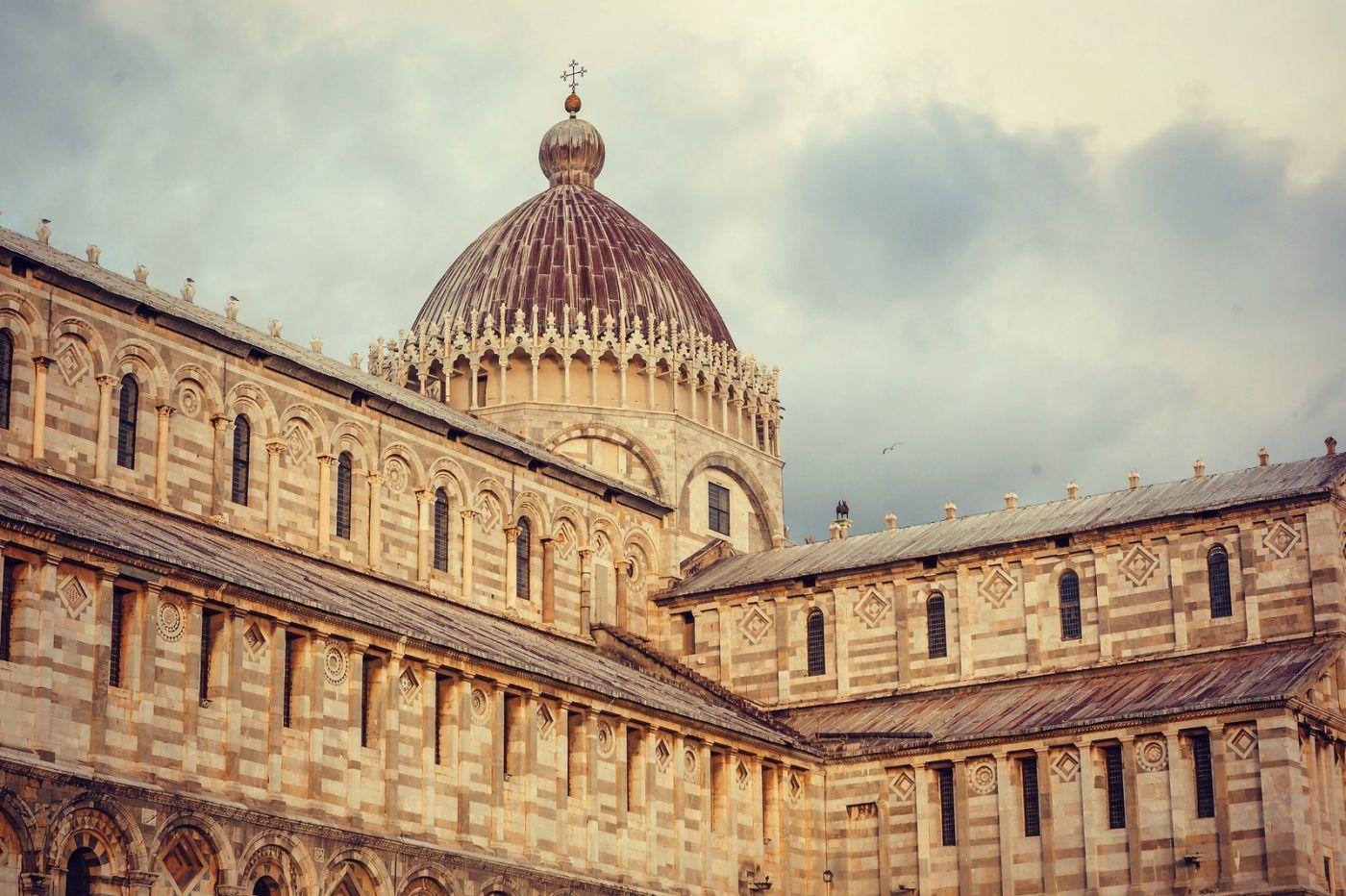 意大利比萨斜塔,塔旁的建筑群_图1-6