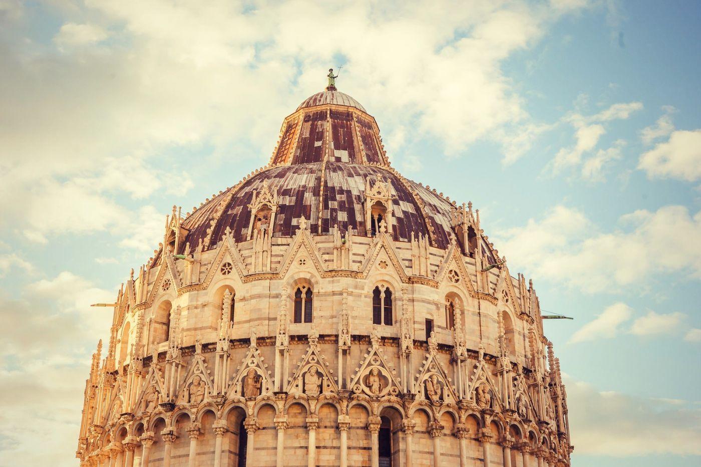 意大利比萨斜塔,塔旁的建筑群_图1-3