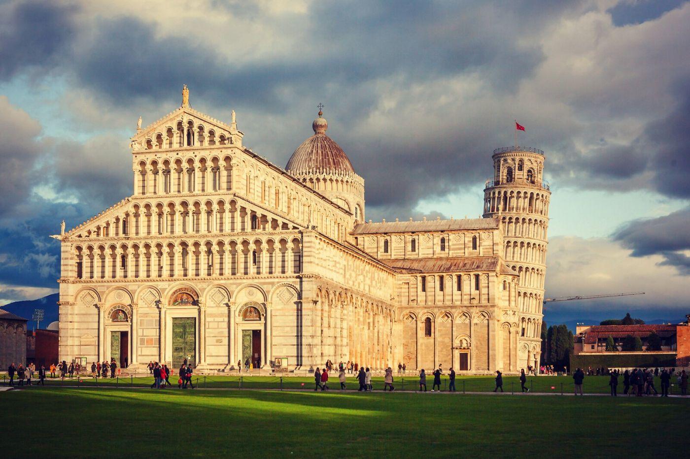 意大利比萨斜塔,塔旁的建筑群_图1-9