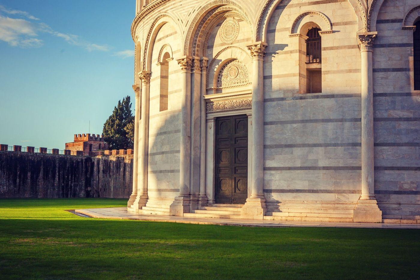 意大利比萨斜塔,塔旁的建筑群_图1-16