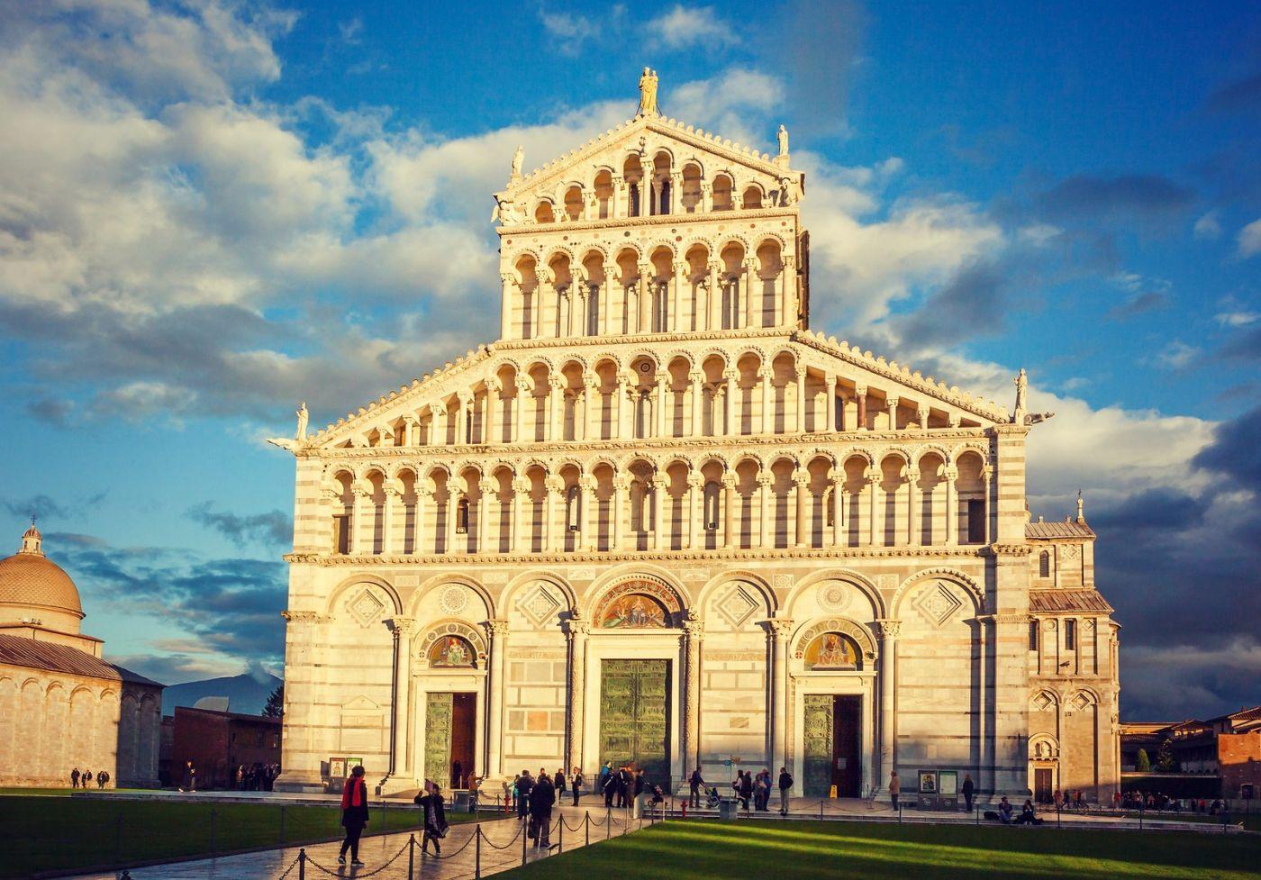 意大利比萨斜塔,塔旁的建筑群_图1-14