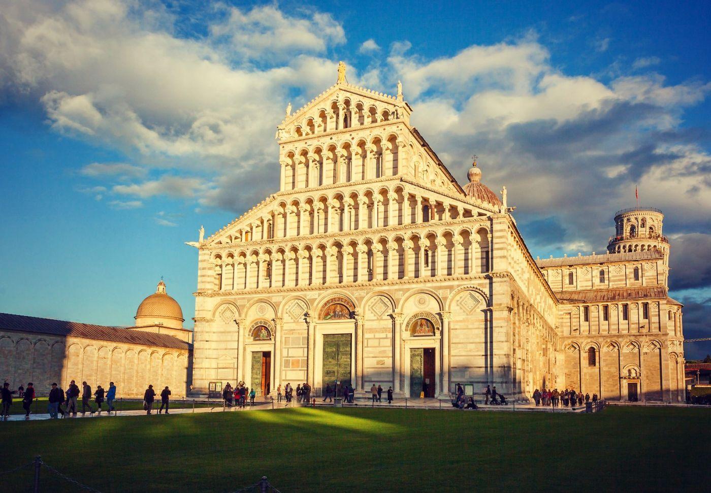 意大利比萨斜塔,塔旁的建筑群_图1-17