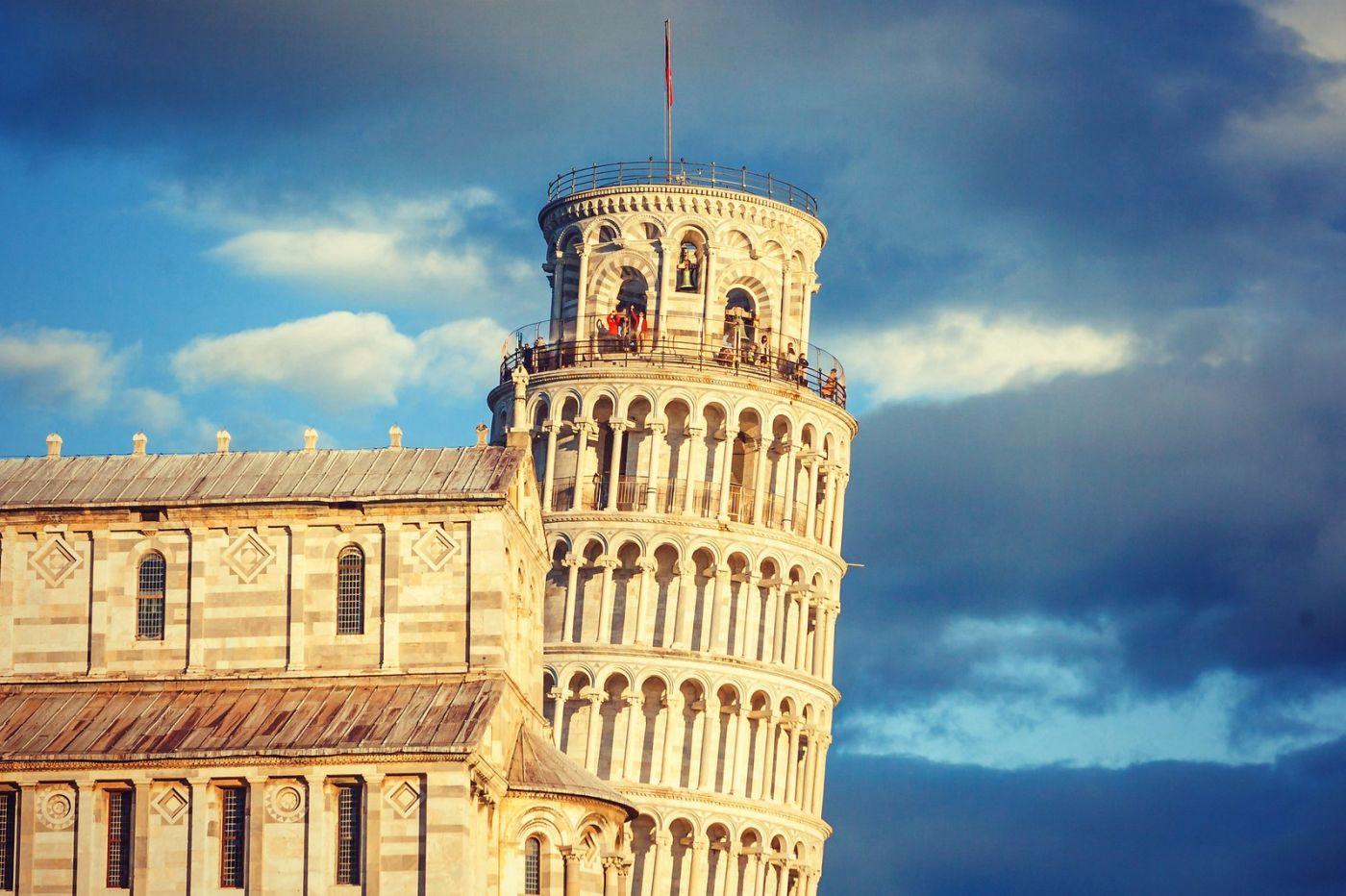 意大利比萨斜塔,塔旁的建筑群_图1-23