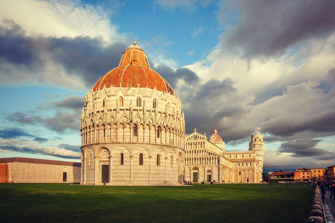 意大利比萨斜塔,塔旁的建筑群_图1-31