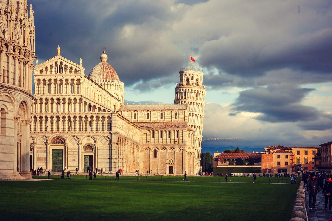 意大利比萨斜塔,塔旁的建筑群_图1-30