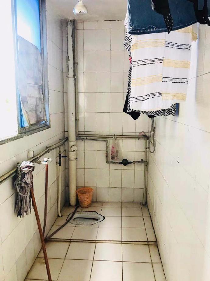 饭店浴室惊现摄像头:几任女租客居然无一人发现_图1-4