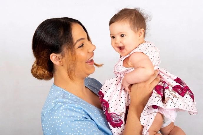 英国19岁单身少女给自己注射精子 成功受孕生下女儿_图1-7