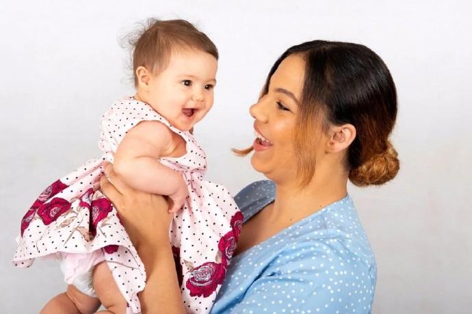 英国19岁单身少女给自己注射精子 成功受孕生下女儿_图1-8