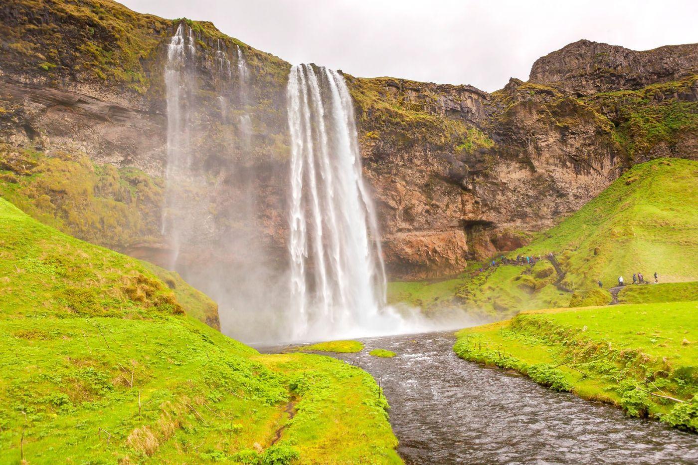 冰岛塞里雅兰瀑布(Seljalandsfoss),半空而下_图1-17