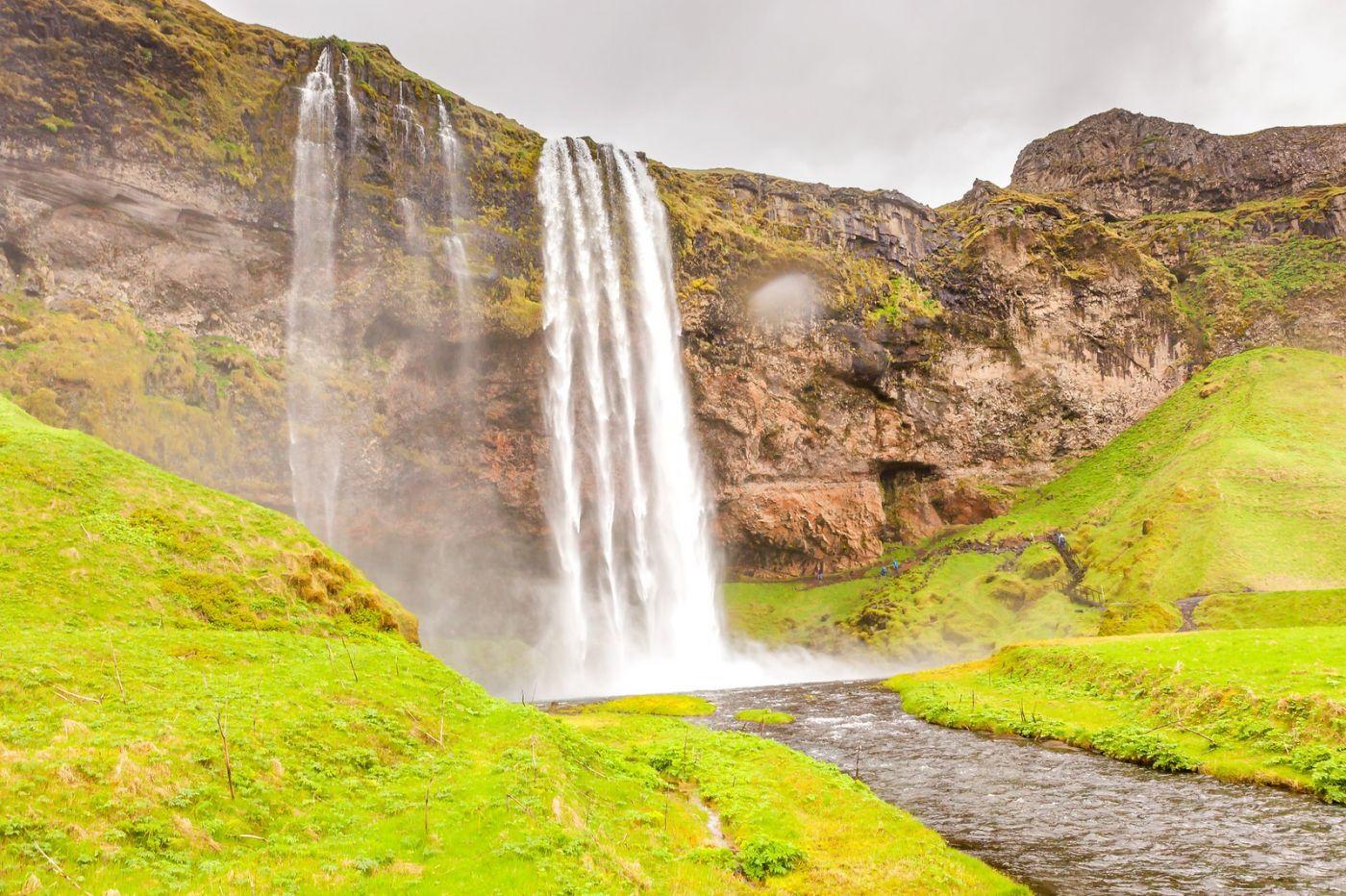 冰岛塞里雅兰瀑布(Seljalandsfoss),半空而下_图1-4