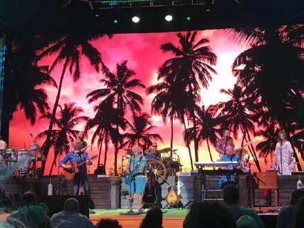 高娓娓︰活力四射的美國搖滾大爺——老牌傳奇歌星JimmyBuffett演唱會 ..._圖1-3