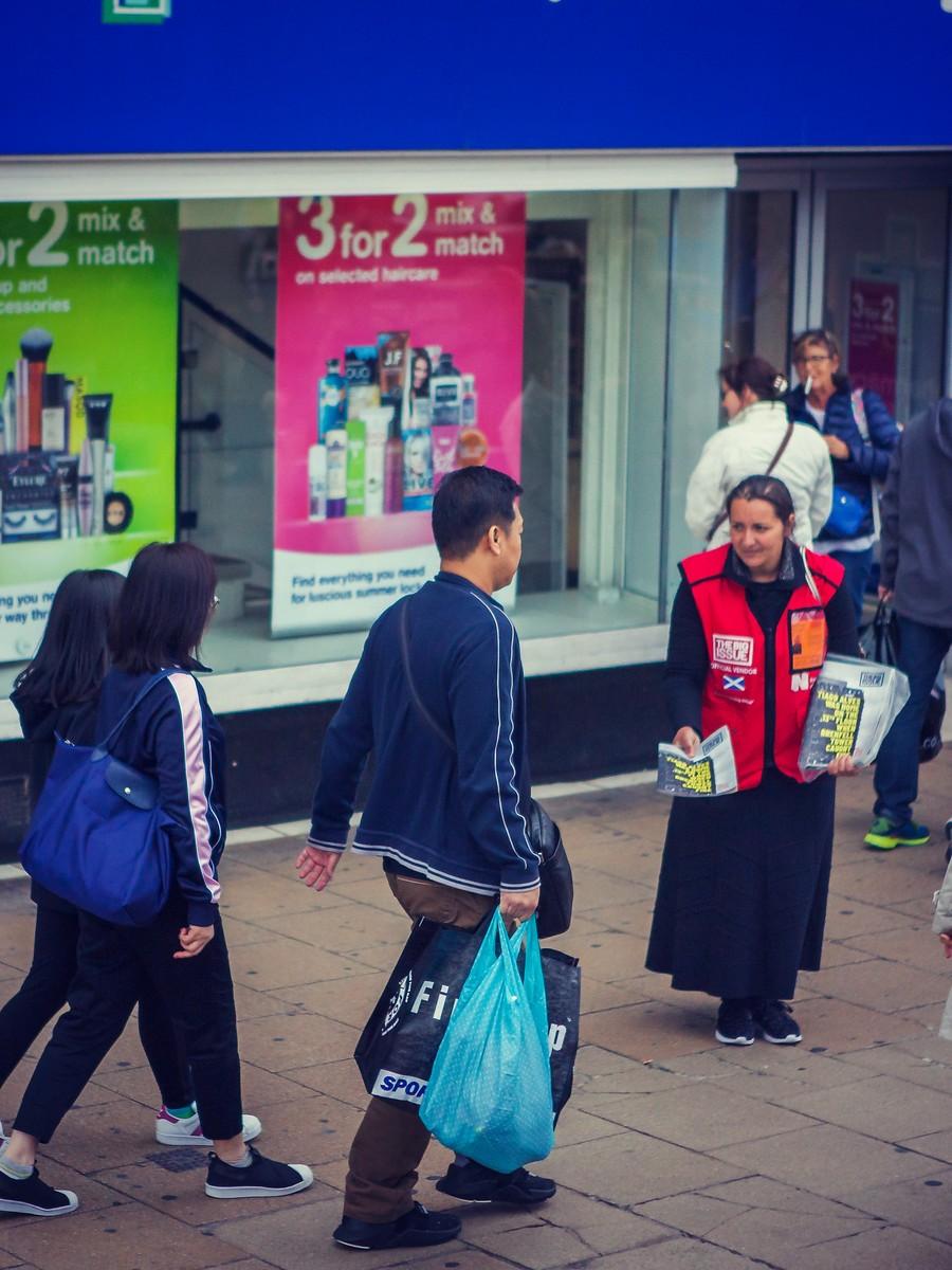 苏格兰爱丁堡,街上行人_图1-11