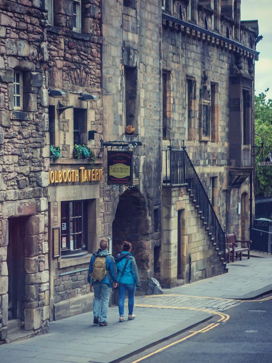 苏格兰爱丁堡,街上行人_图1-2
