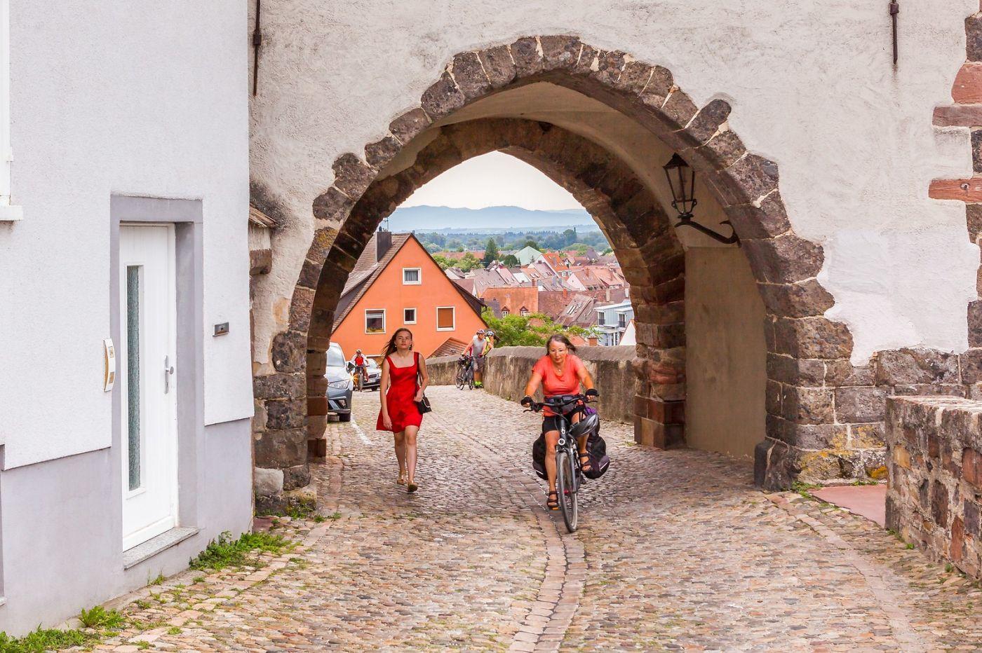 德国布赖萨赫(Breisach),城小历史久_图1-20