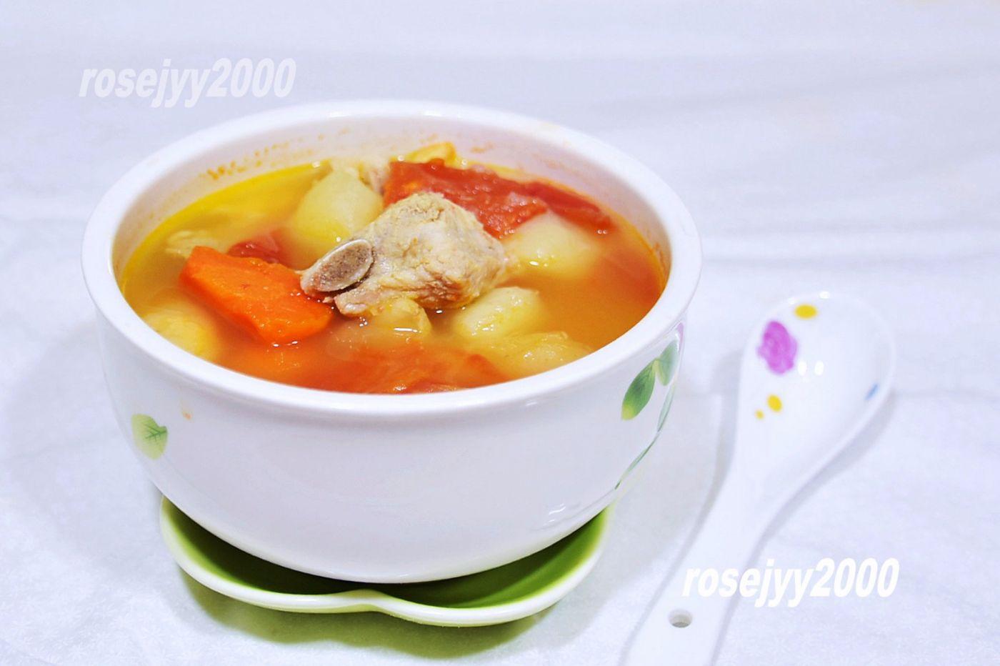 排骨青红萝卜土豆汤_图1-1