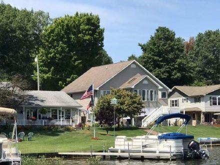 高娓娓:美国人的另类水上生活,吃饭、八卦、派对都在船上 ..._图1-2