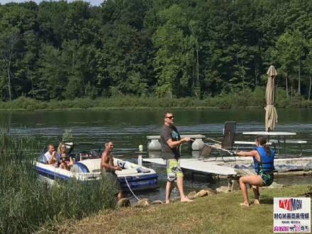 高娓娓:美国人的另类水上生活,吃饭、八卦、派对都在船上 ..._图1-8