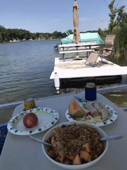 高娓娓:美国人的另类水上生活,吃饭、八卦、派对都在船上 ..._图1-15