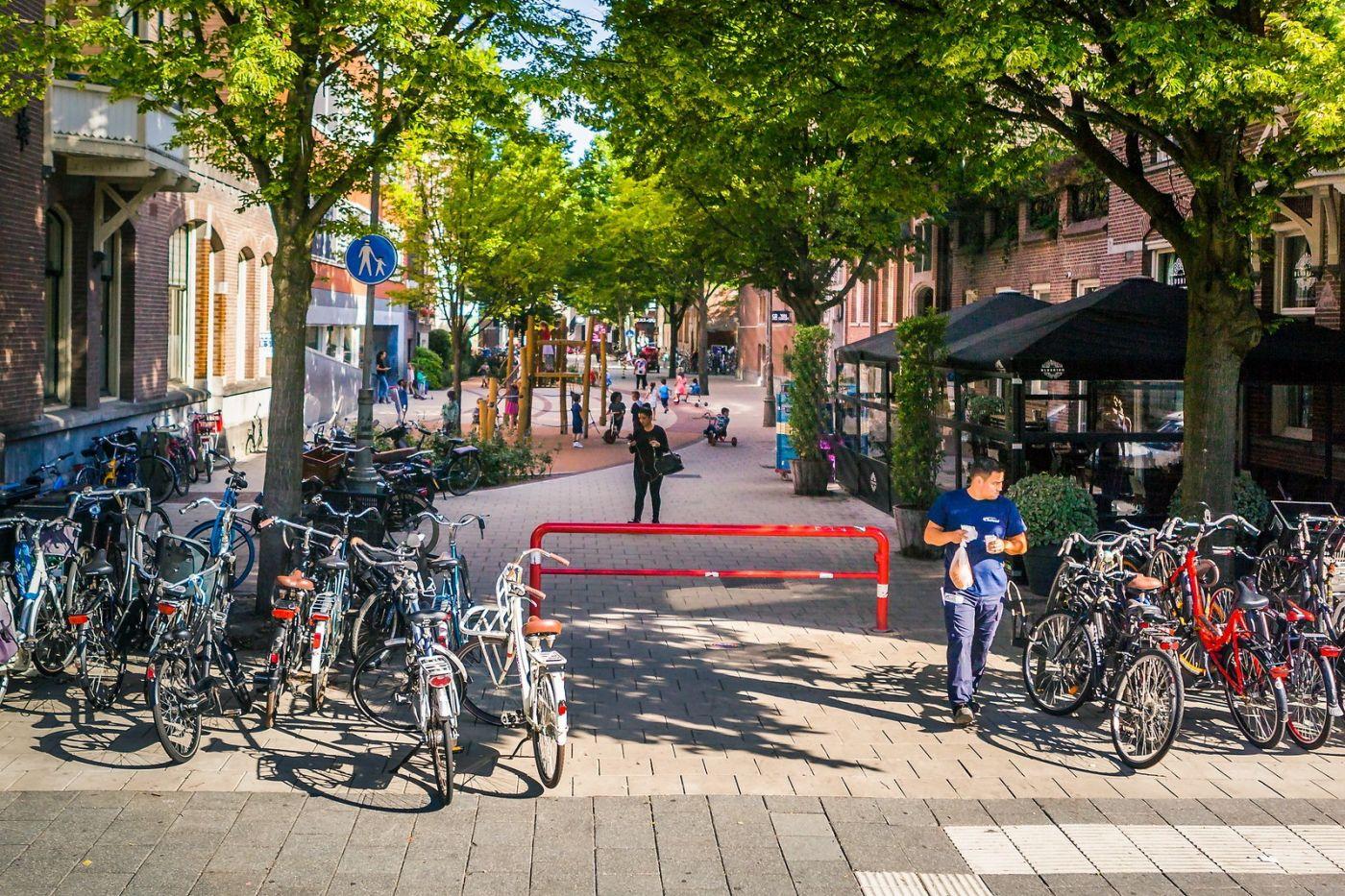 荷兰阿姆斯特丹,穿梭的自行车_图1-3