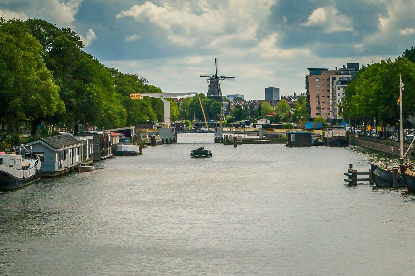 荷兰阿姆斯特丹,穿梭的自行车_图1-2