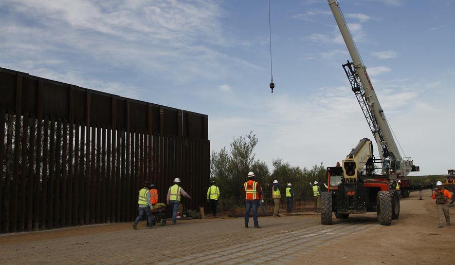 特朗普抵制非法移民政策已产生实效_图1-2