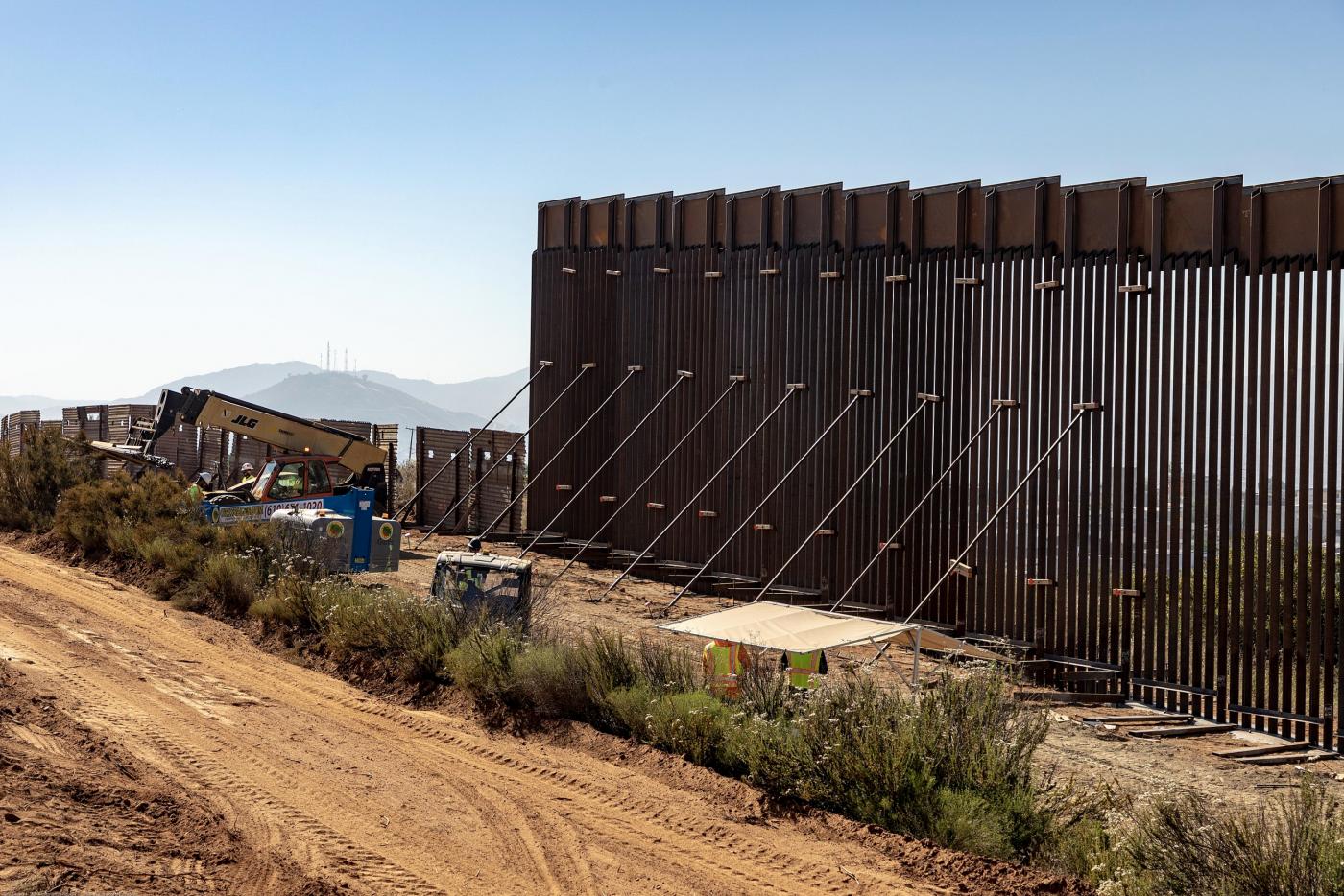 特朗普抵制非法移民政策已产生实效_图1-3