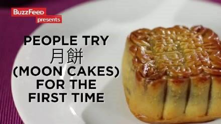 高娓娓:美国人对各种月饼的反应!里面居然有个蛋?藤椒牛肉令人疯狂! ..._图1-2