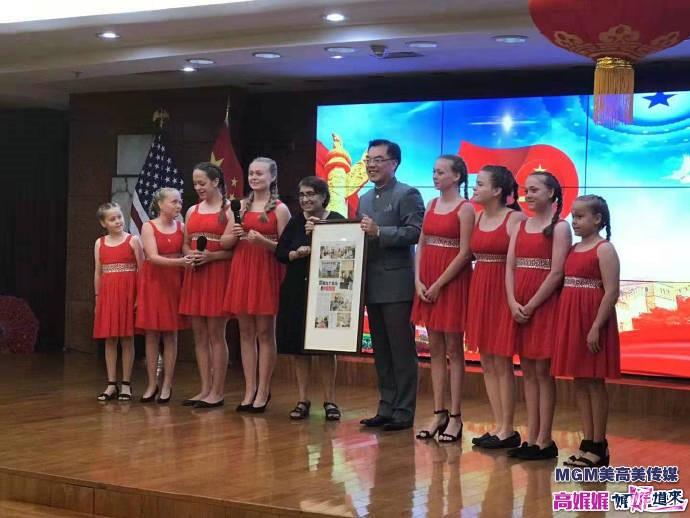 高娓娓:中国驻纽约总领馆隆重举行国庆70周年招待会_图1-10