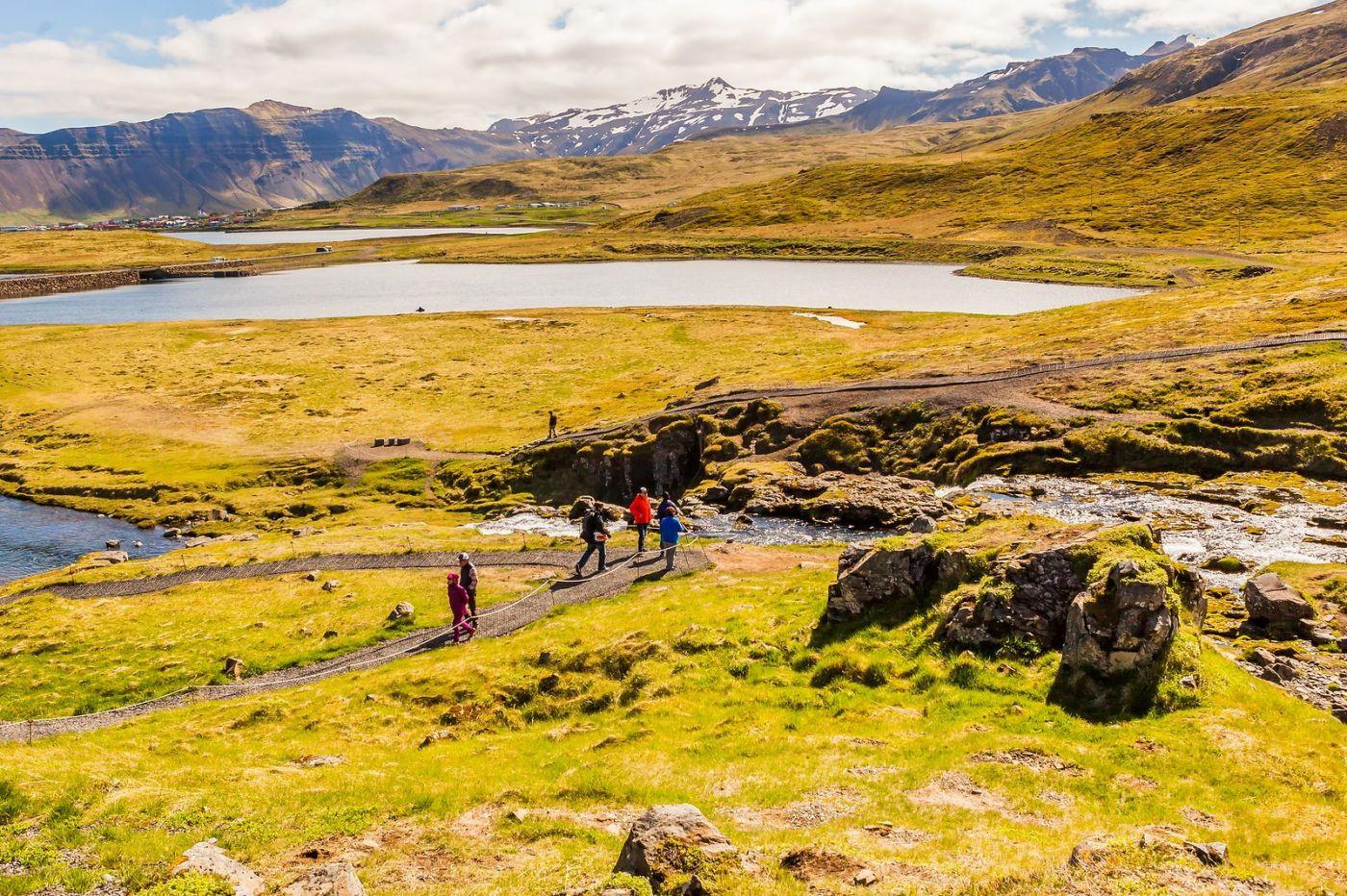 冰岛Kirkjufellsfoss,山脚下的瀑布_图1-16