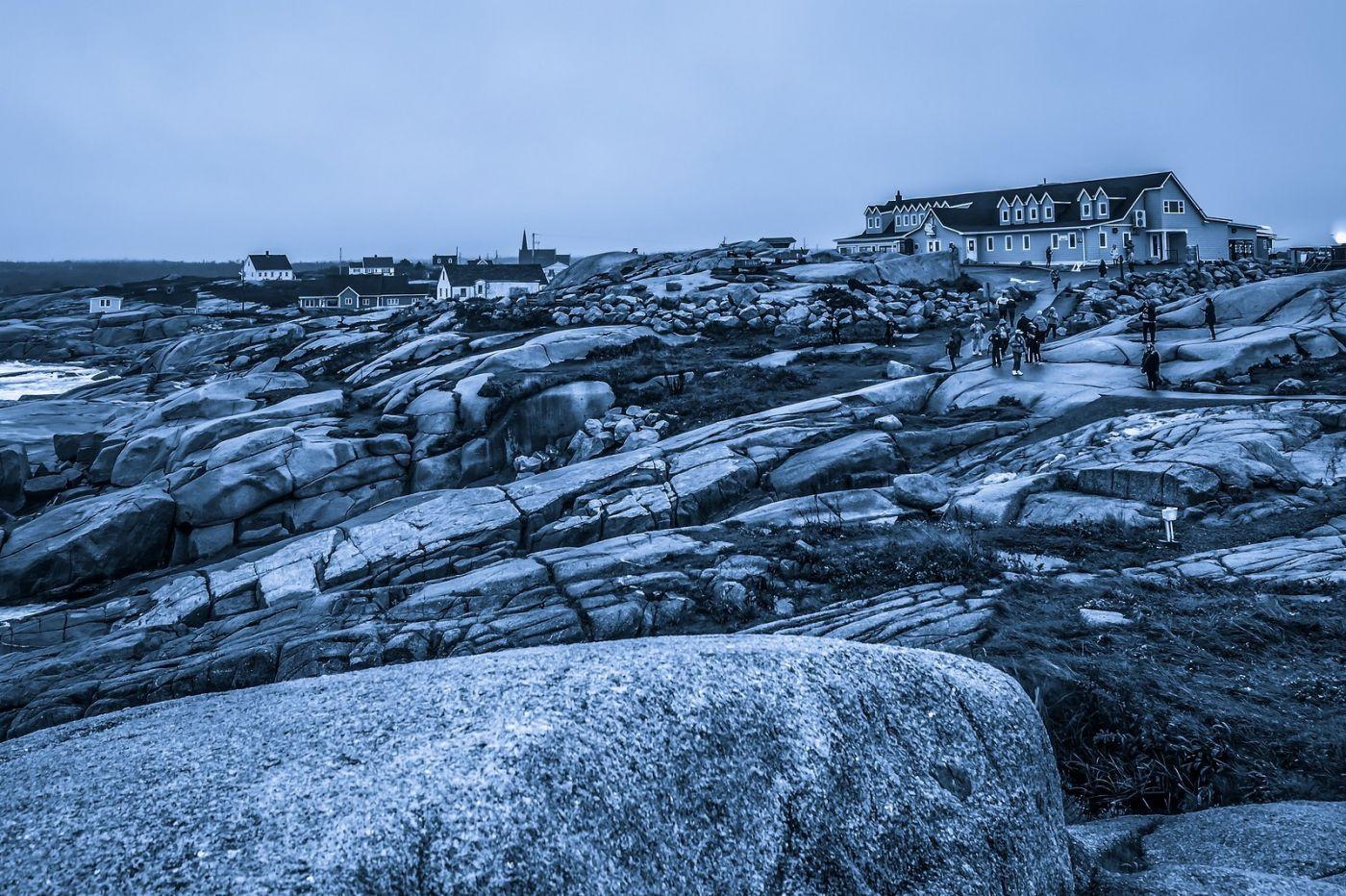 加拿大佩吉海湾(Peggys Cove),礁石上的灯塔_图1-17