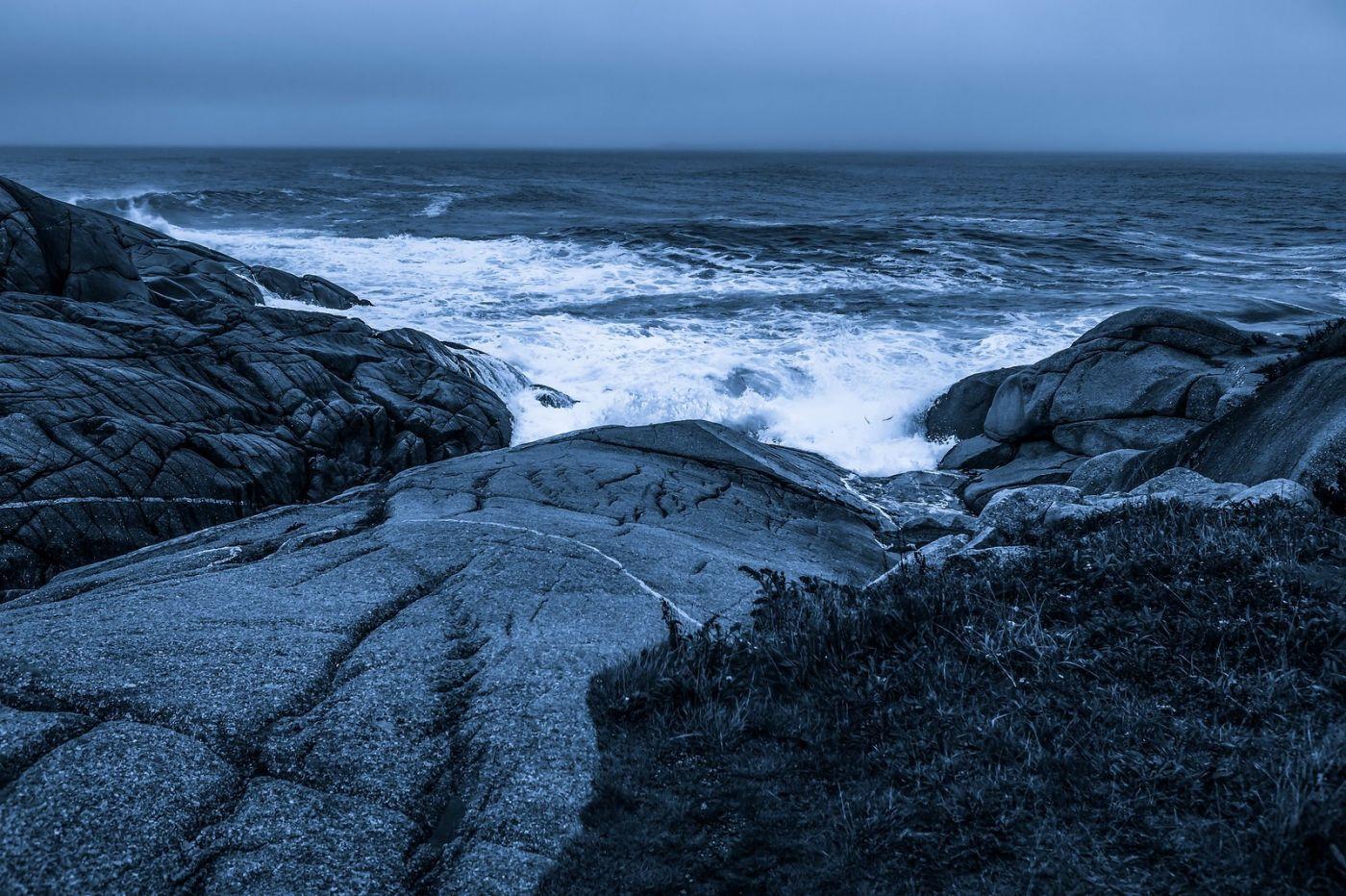 加拿大佩吉海湾(Peggys Cove),礁石上的灯塔_图1-6
