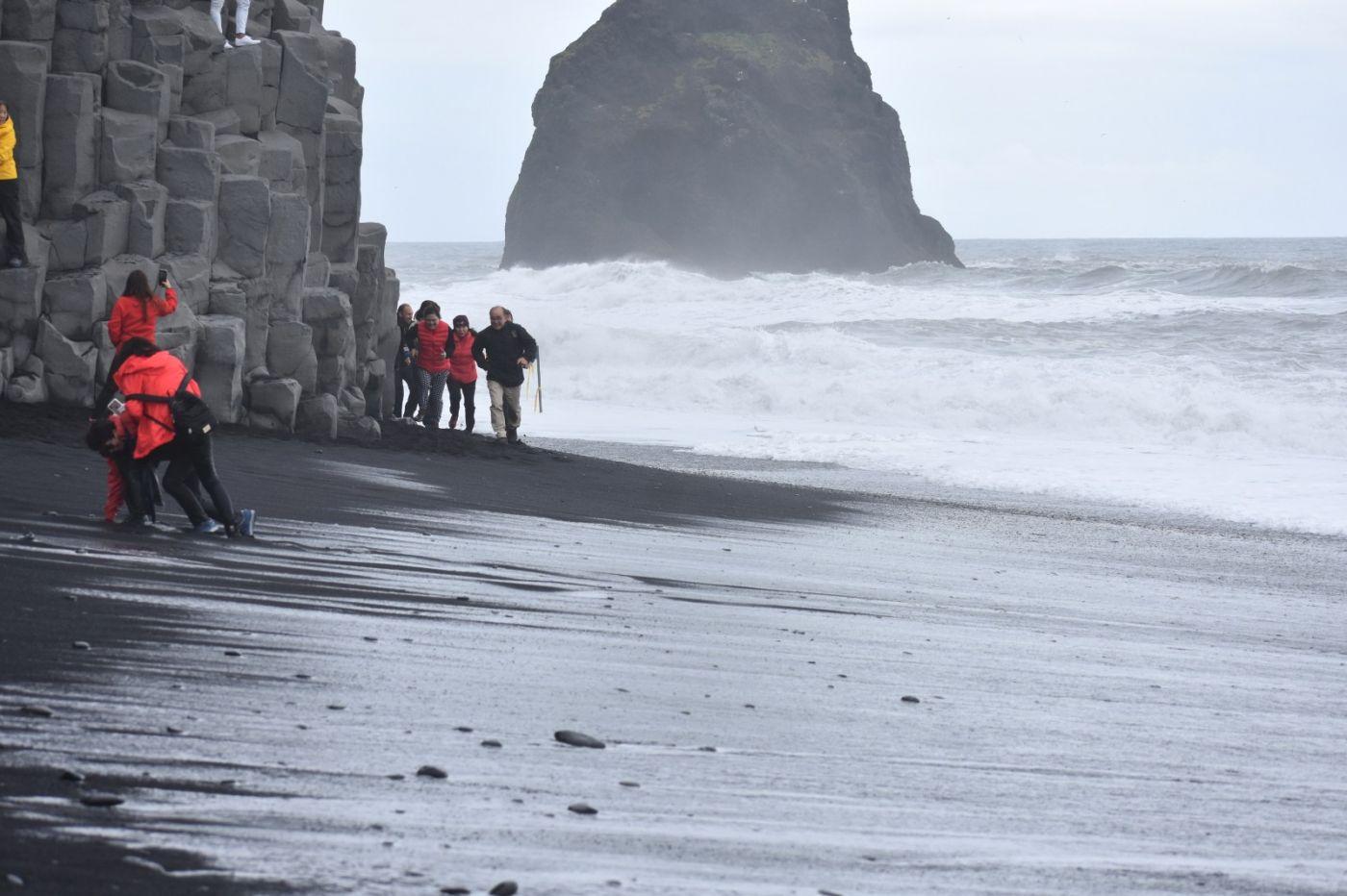 冰岛维克镇和雷尼斯黑沙滩_图1-27