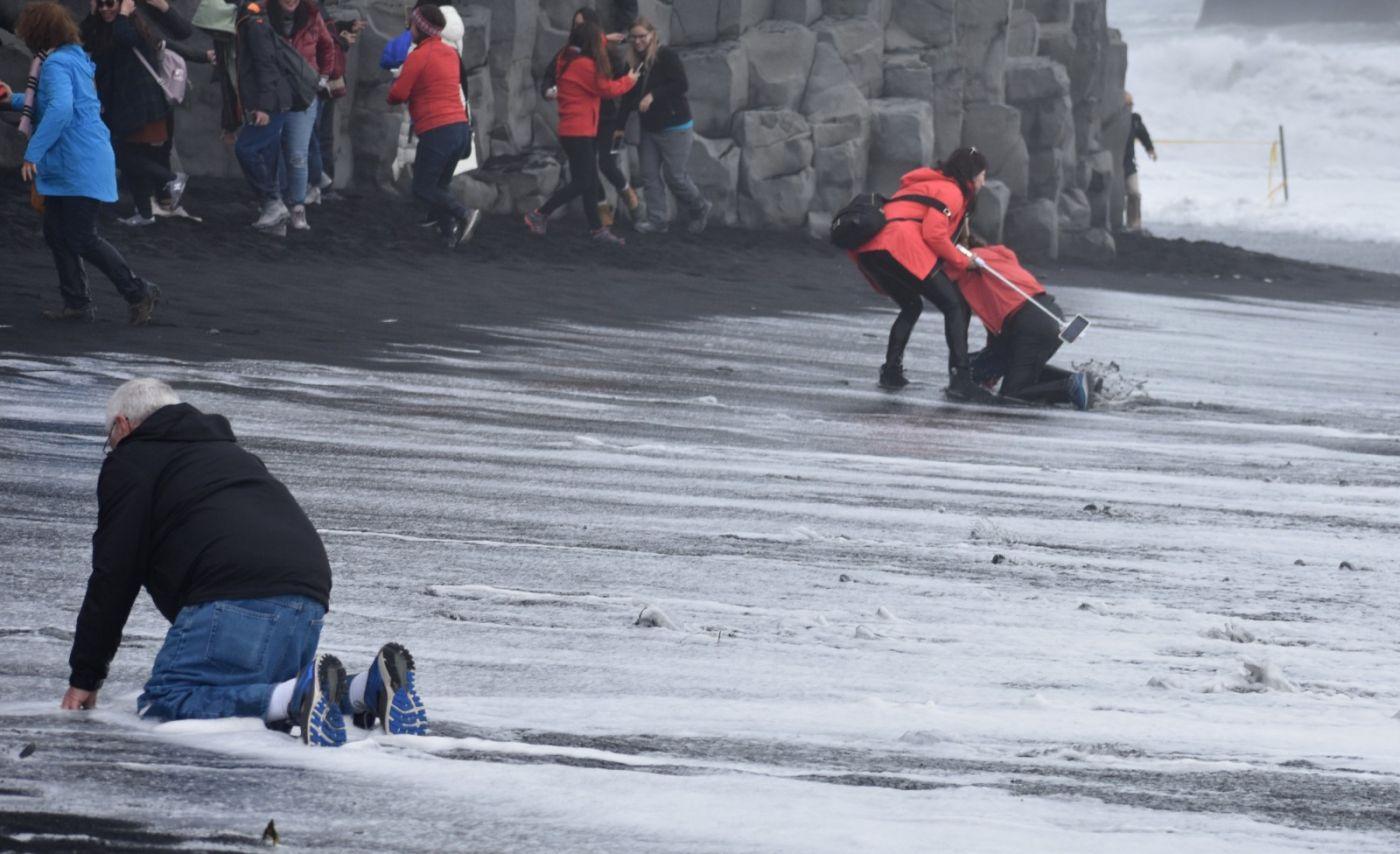 冰岛维克镇和雷尼斯黑沙滩_图1-28