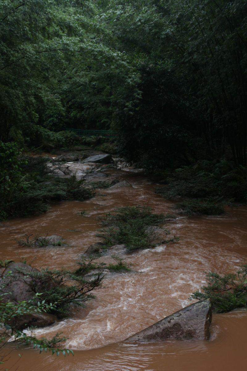 赤水河源头翻滚的波涛血一般红_图1-4