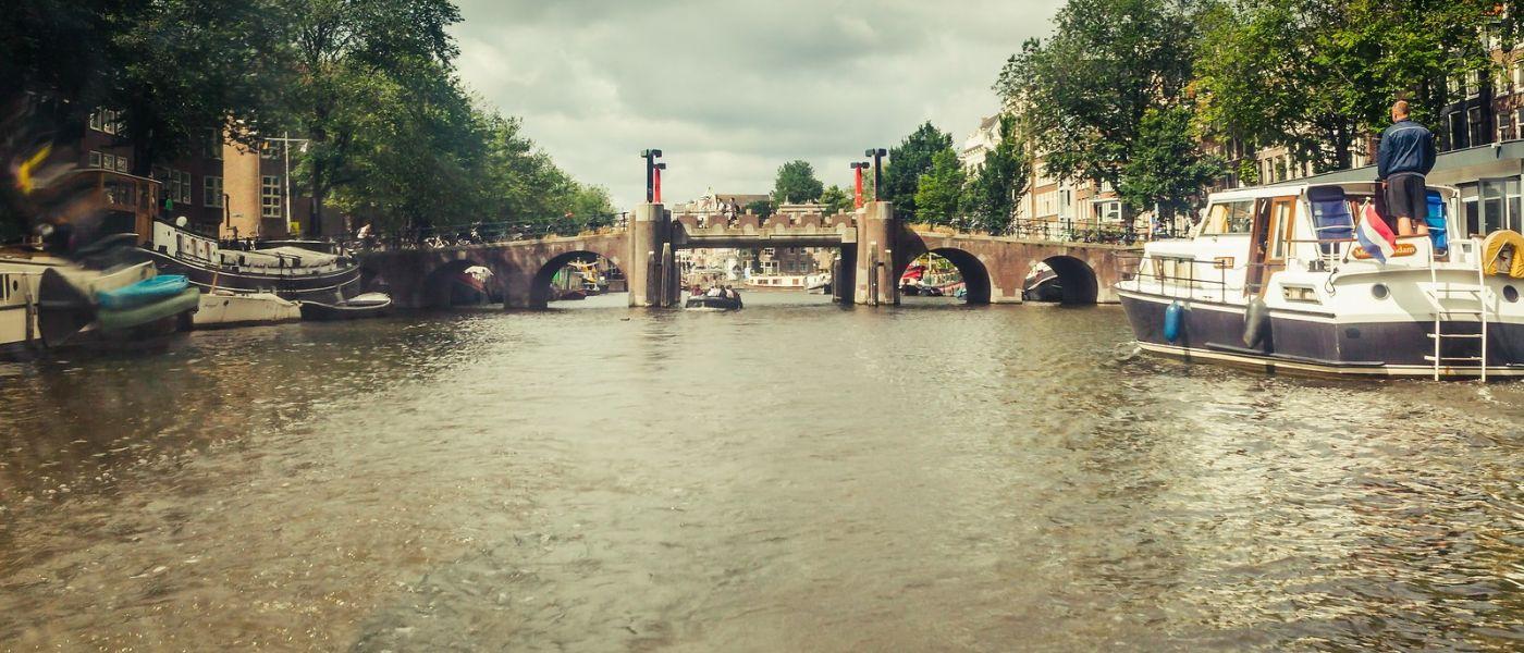 荷兰阿姆斯特丹,四通八达的城中河_图1-3