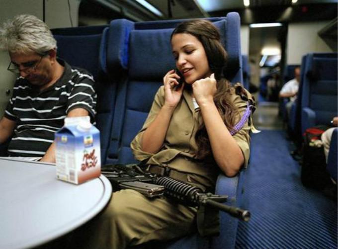亚洲年薪最高国家:人均可达30万,军队1/3为女性,服役女兵穿着暴露风情迷人 ..._图1-3