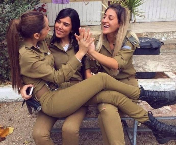 亚洲年薪最高国家:人均可达30万,军队1/3为女性,服役女兵穿着暴露风情迷人 ..._图1-7