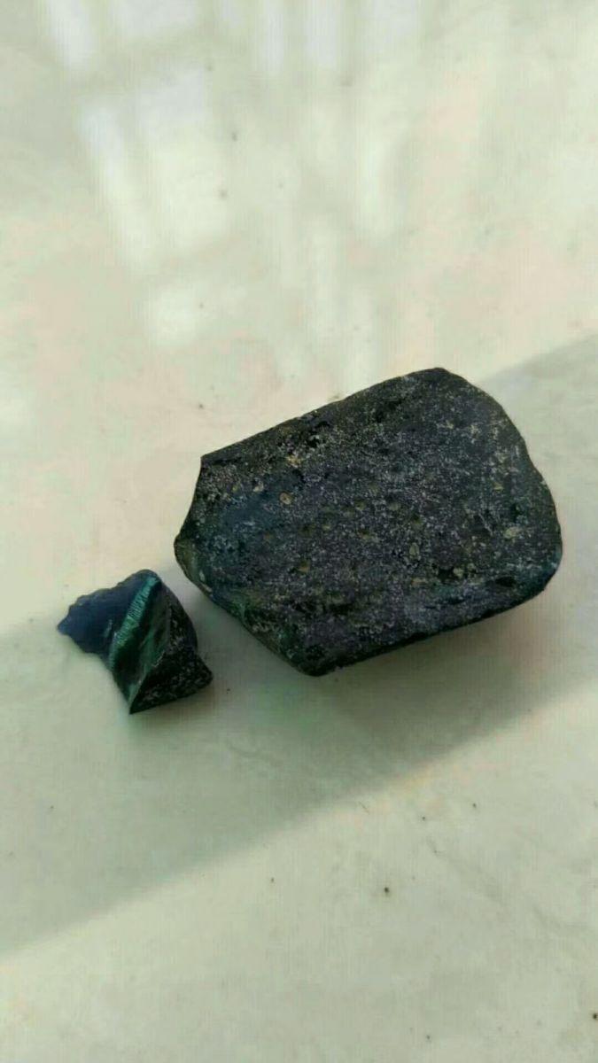 天然玻璃质蓝宝石_图1-12