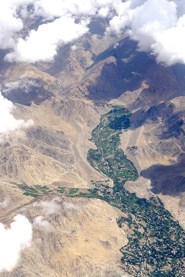 这里是中国西藏 拉达克地区,世界上道路最崎岖惊险、最荒芜的山地之一 ..._图1-1