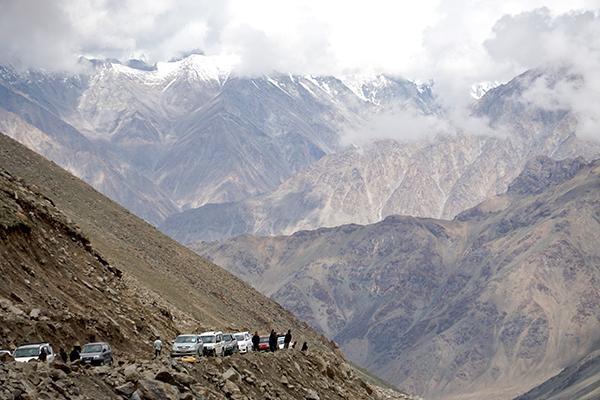 这里是中国西藏 拉达克地区,世界上道路最崎岖惊险、最荒芜的山地之一 ..._图1-6
